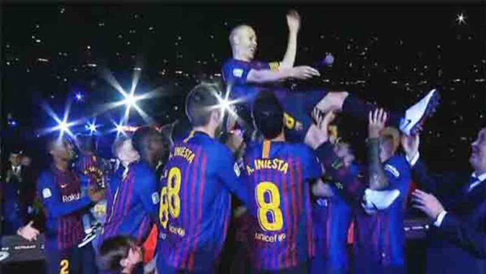El Camp Nou despide a Iniesta en la fiesta de los Campeones