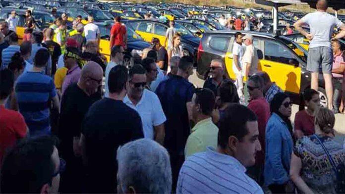 Continúa la Asamblea del Taxi en el Aeropuerto de Barcelona