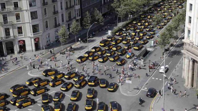Los taxistas de Barcelona duermen en La Gran Vía