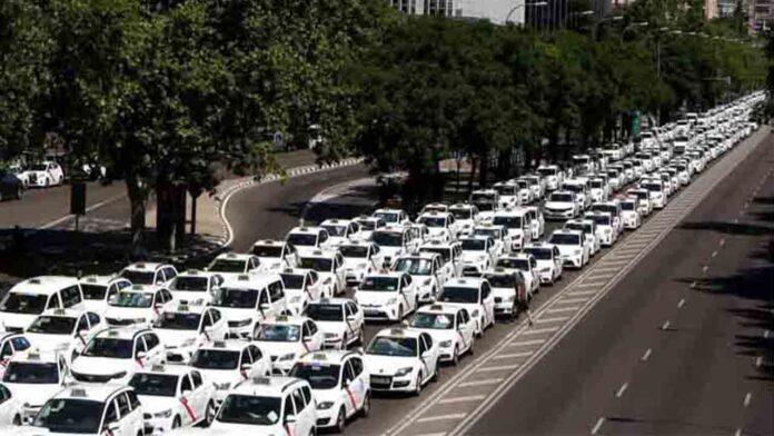 Los taxistas ven insuficiente para desconvocar el paro lo ofrecido por Fomento hasta ahora