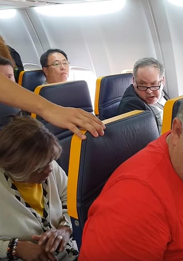 El Racista del vuelo de Ryanair absuelto