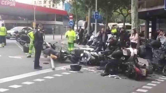 Un conductor de VTC drogado arrolla 12 motos en Barcelona