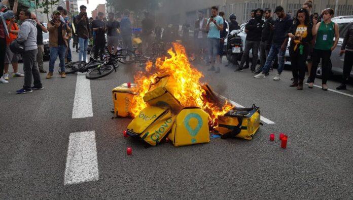 La precariedad de los repartidores: 14 riders muertos en un año
