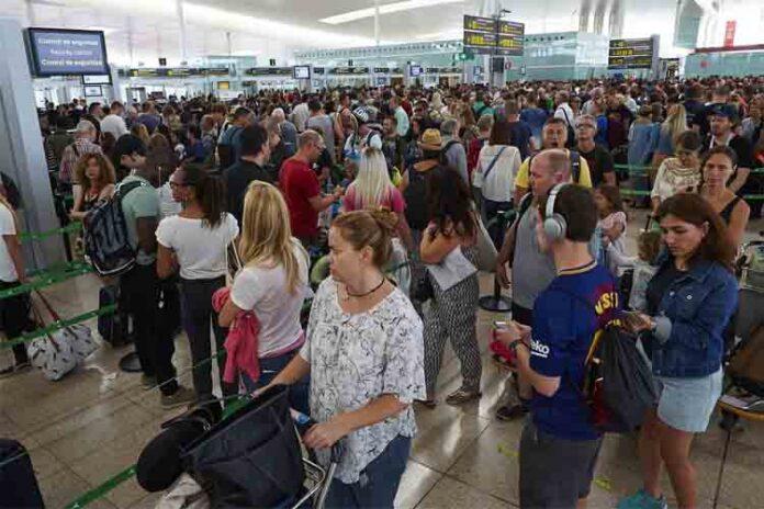 Los vigilantes de seguridad del aeropuerto del Prat continúan las negociaciones