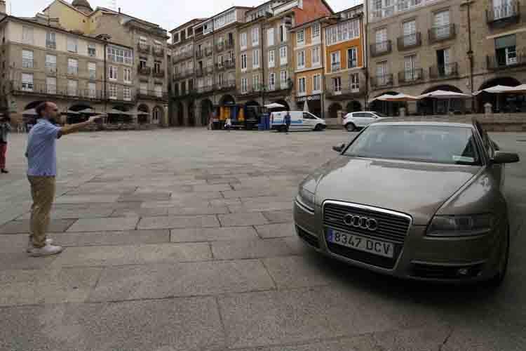 El alcalde de Ourense subastará el coche oficial para viajar en taxi