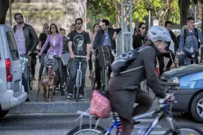 Las empresas de bicis y motos necesitarán licencia para operar
