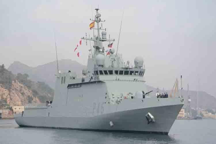 Un buque de guerra para recoger a los migrantes del Open Arms