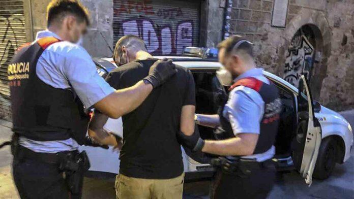 Detenido un hombre por cometer dos robos violentos en Ciutat Vella