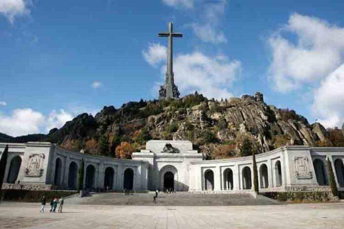 El Tribunal Supremo delibera hoy sobre la exhumación de Franco