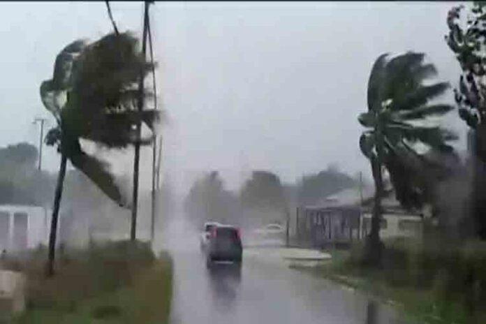 El huracán Dorian golpea las Bahamas y avanza hacia Carolina