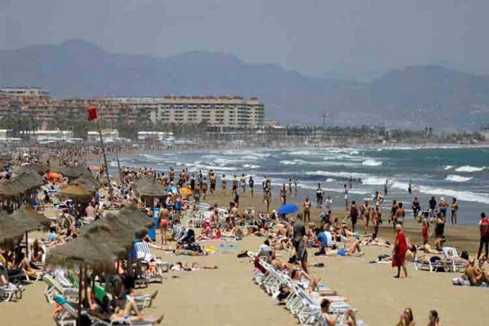 El secretario valenciano de Turismo descarta la tasa turística