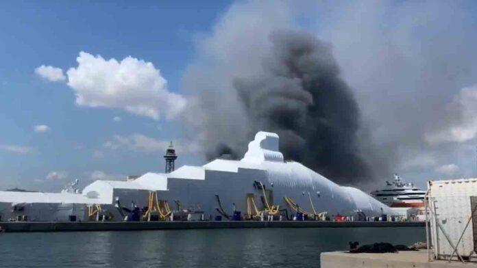 Incendio al lado del Word Trade Center de Barcelona