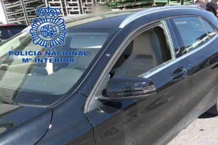 La Policía Nacional rescata a un bebé del interior de un coche en Ávila