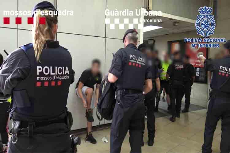 Nuevo dispositivo policial contra carterístas en en el metro de Barcelona