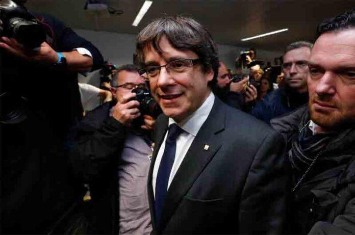 Bélgica deja a Puigdemont en libertad sin fianza después de presentarse voluntariamente