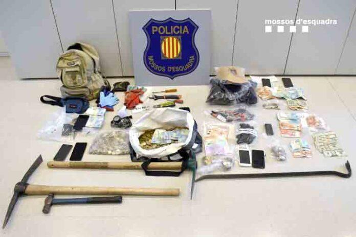 Detenidas cinco personas que se dedicaban al robo de tragaperras en el Montsià