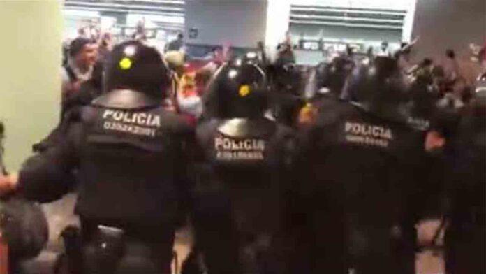 Duros enfrentamientos en la Terminal T1 del Aeropuerto de El Prat