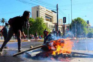 El toque de queda se extiende en Chile a medida que aumenta el número de muertos