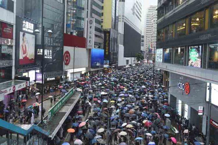 Hong Kong entra en recesión mientras siguen las protestas en la calle