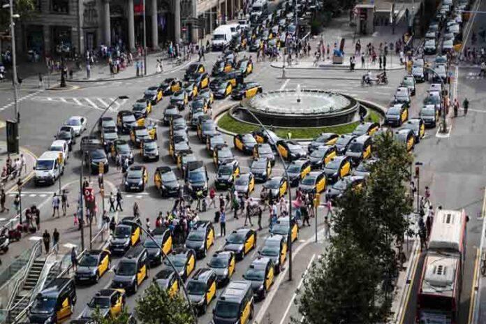 La lucha del taxi contra la intrusión ilegal de las transnacionales
