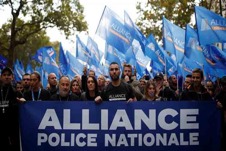 La policía francesa protesta por las condiciones de trabajo
