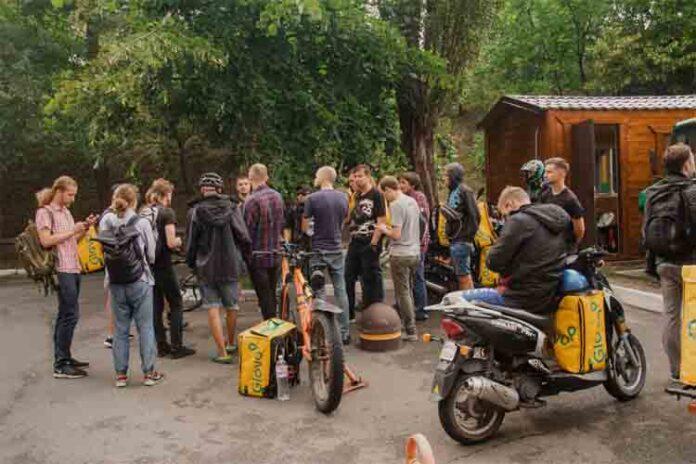 Los Riders de Ucrania buscan inspirarse en España contra la precariedad