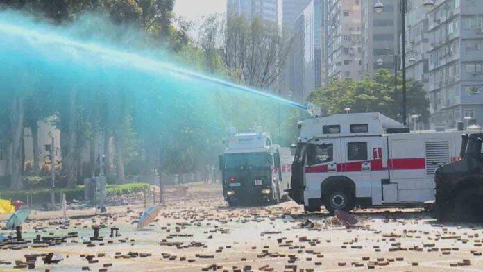 Los cañones de agua de la policía en las protestas de Hong Kong