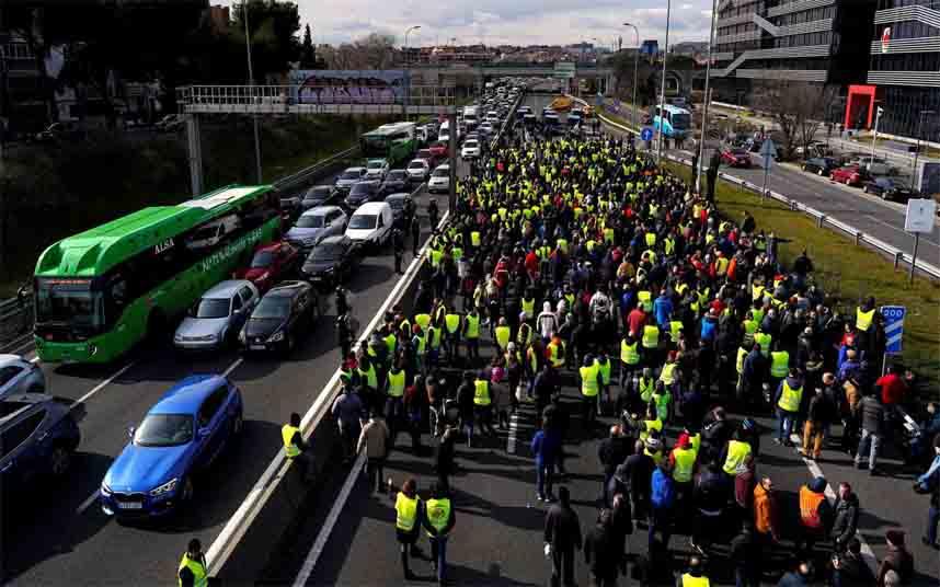 Los taxistas de toda España hacen una llamamiento a la cordura