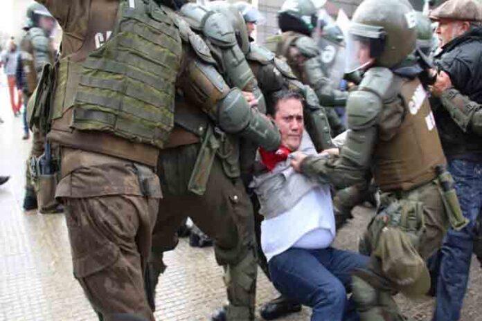 Malditos Bastardos: Chile y Ecuador sufren la represión de sus presidentes de derechas