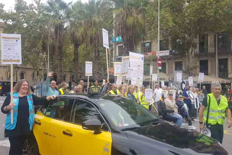 Manifestación de personas con discapacidad para exigir cambios en la movilidad