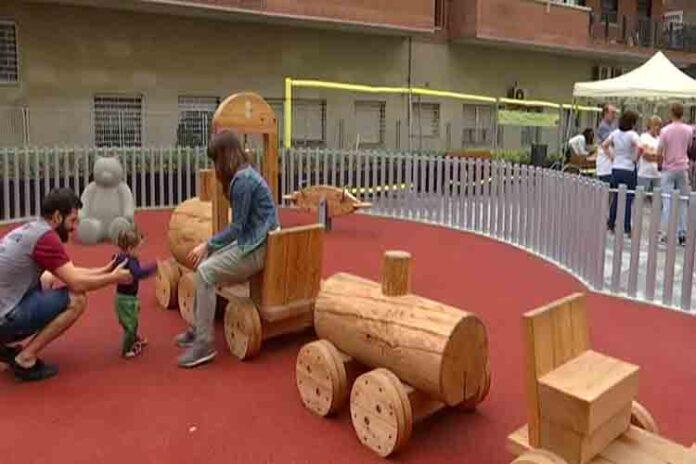 Nuevo espacio de juegos infantiles y recreo para perros en Sants-Montjuïc