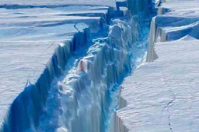 Se desprende de la Antártida un gigantesco iceberg