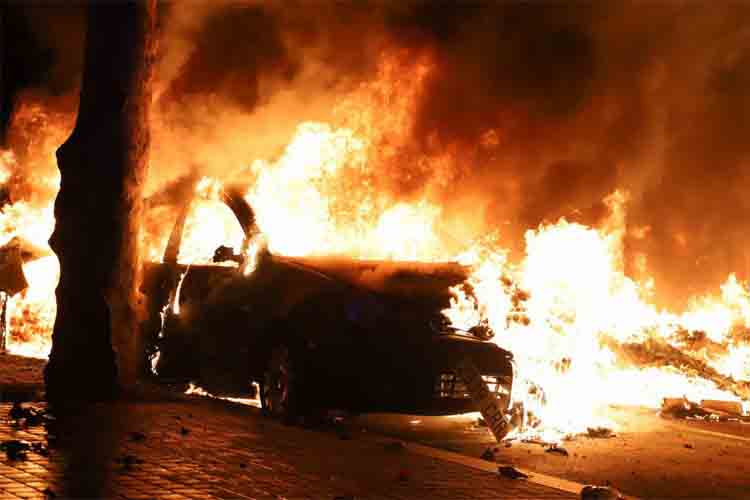 Tercer día de violencia Barcelona vuelve a estar en llamas-2