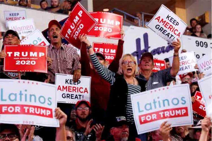 Trump exige en su campaña deportar a los ilegales, pero en los anuncios en español, no lo menciona