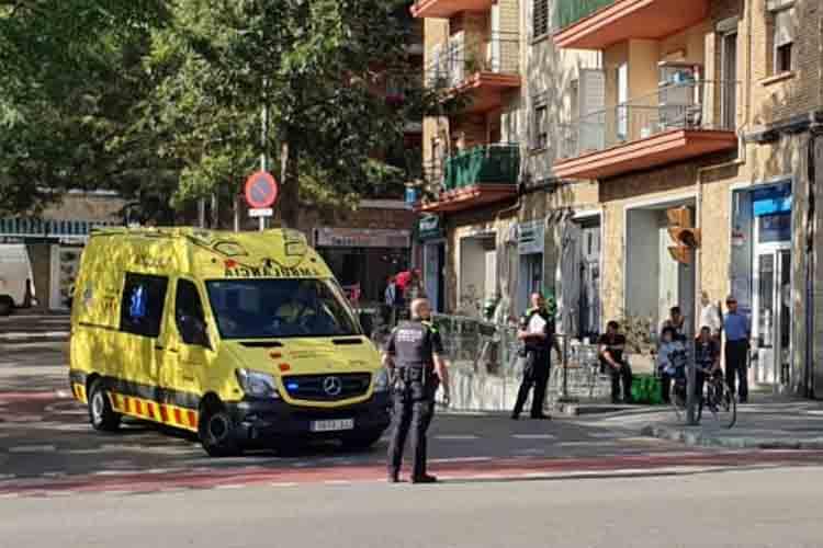 Un rider de Uber Eats atropella a una señora en Sant Andreu