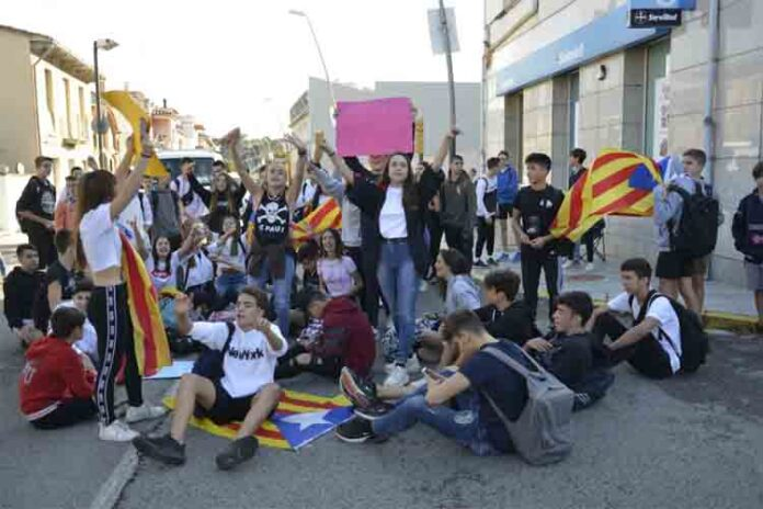 Varios estudiantes animan la protesta y convocan huelga el jueves en Barcelona