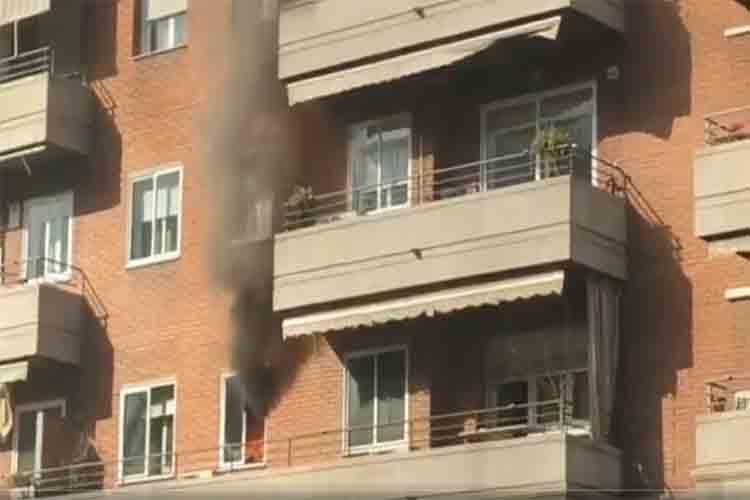 Aparatoso incendio en un piso del Eixample de Barcelona