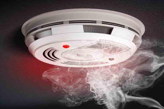 Detectores de humo, una manera efectiva para prevenir incendios en los hogares