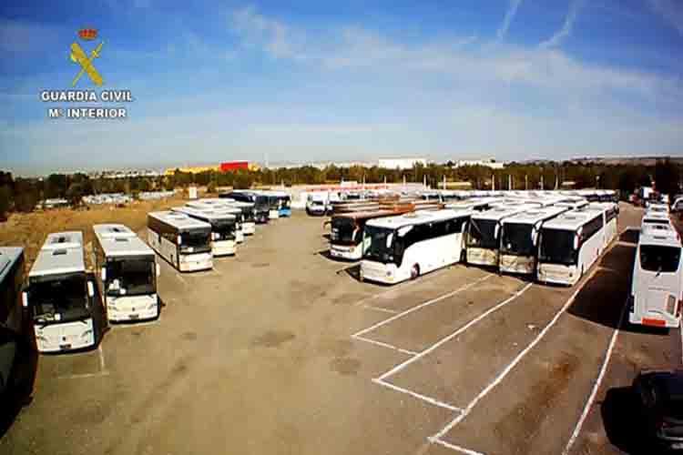 Detenido por adquirir ilegalmente autobuses y utilizarlos para el transporte de pasajeros