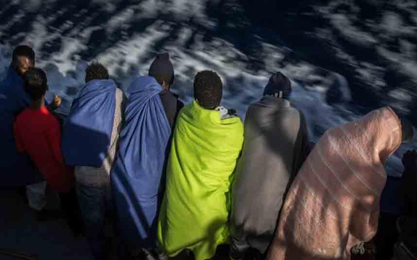 El buque Ocean Viking rescata a 60 inmigrantes en las costas de Libia
