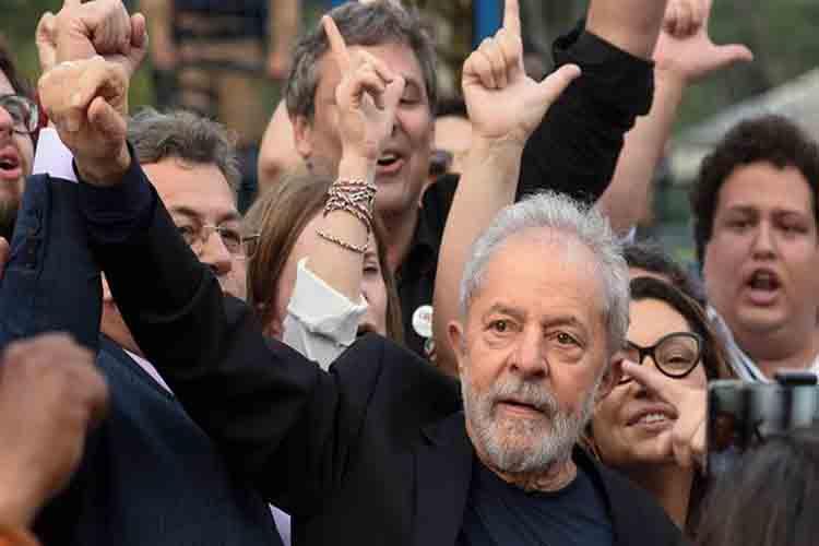 El ex presidente de Brasil, Lula da Silva, sale de prisión