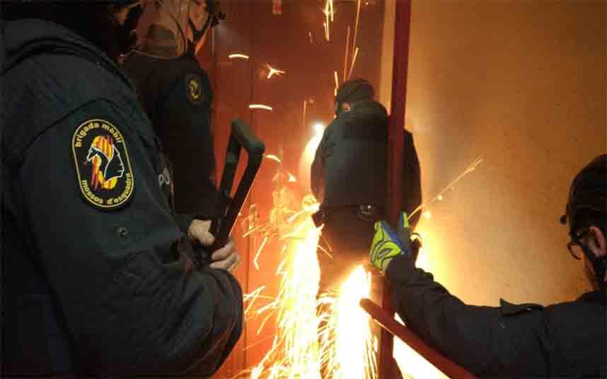 Macro redada en Badalona por tráfico de armas y drogas
