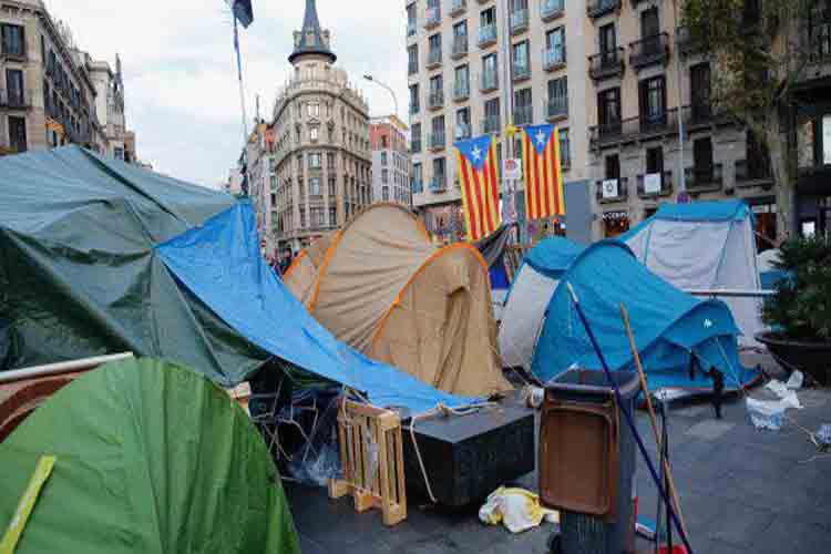 Un detenido esta mañana en la acampada de la Plaza Universidad de Barcelona
