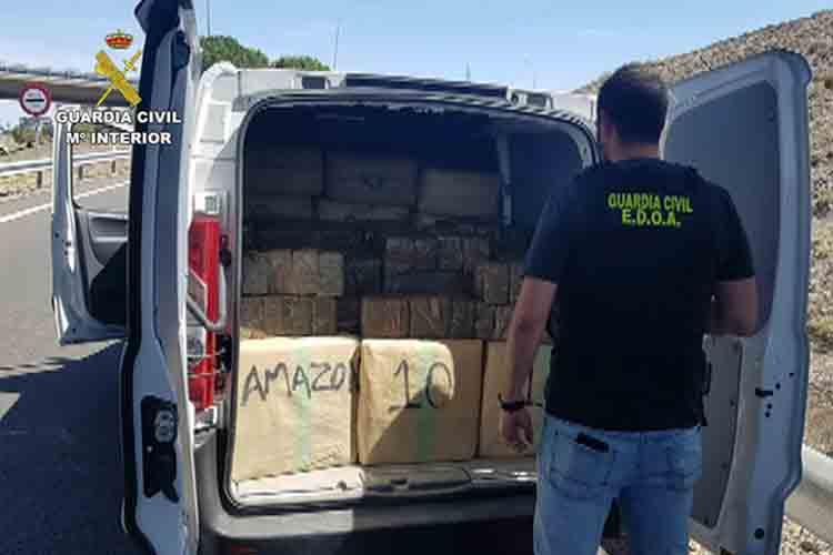 Unos narcos transportaban droga falsificando el logo de Amazon