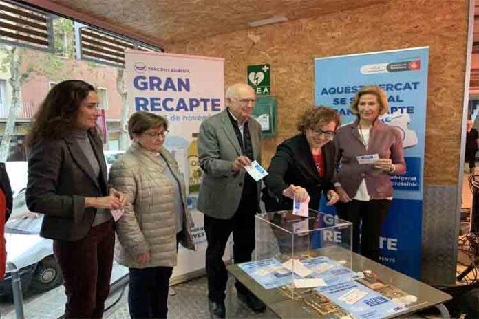 Varios mercados de Barcelona participan en una gran recogida de productos frescos
