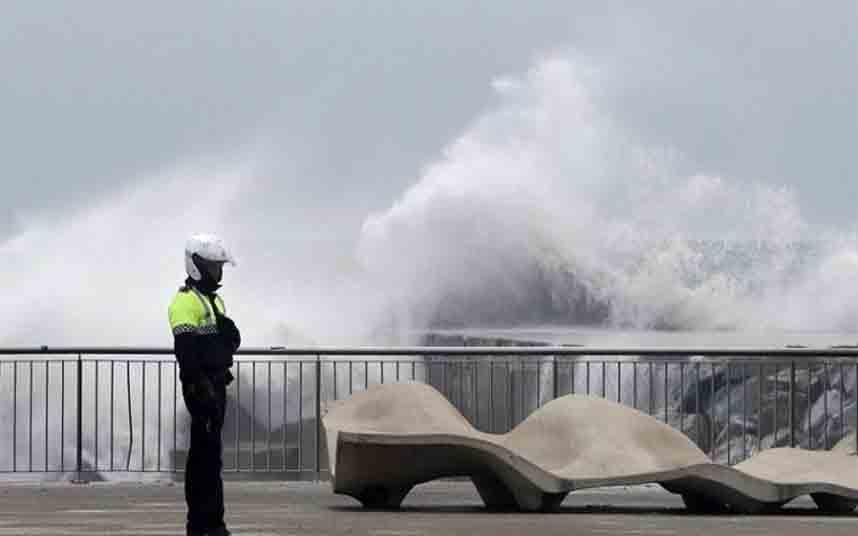Activada la alerta en Barcelona por mal estado del mar