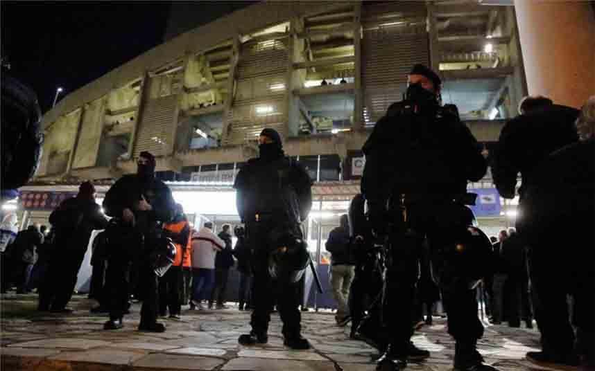Blindaje del Camp Nou por la policía ante la convocatoria de Tsunami Democràtic