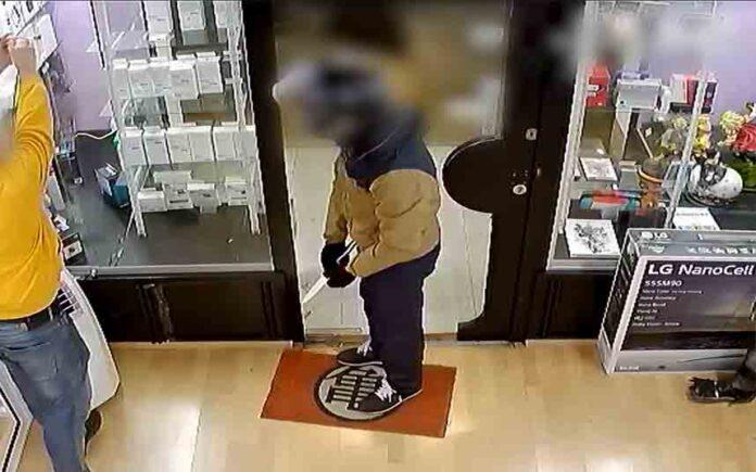Dos detenidos por un robo violento en una tienda de Barcelona