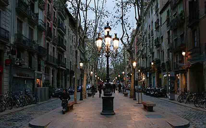 Dos hombres dan una paliza a un joven en Barcelona por su condición sexual