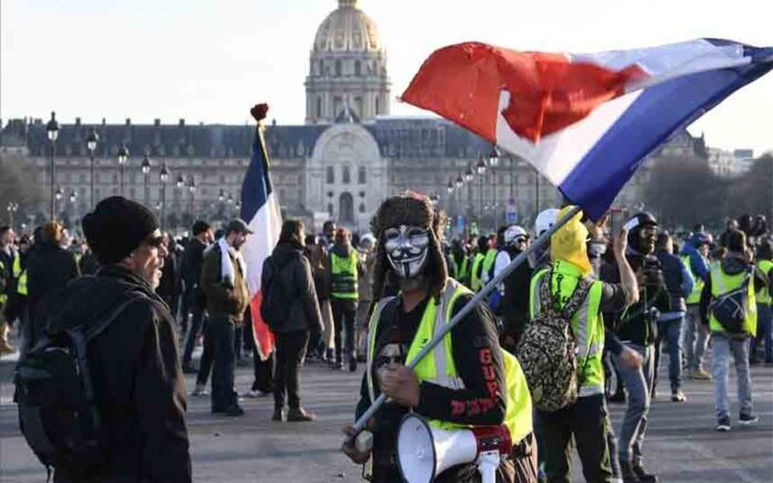 Los chalecos amarillos en Francia no dan tregua a Macron